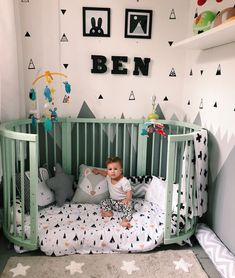 Cama montessoriana: 90 modelos lindos, vantagens e onde comprar You are in the right place about Baby Room design Here we offer you the most beautiful pictures about the Baby Room space you are lookin Baby Bedroom, Baby Boy Rooms, Baby Boy Nurseries, Nursery Room, Girl Nursery, Girl Room, Kids Bedroom, Small Baby Rooms, Kid Rooms