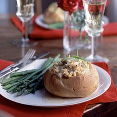 Deviled crab boules with Beurre Blanc:: Crusty individual bread rounds are stuffed with succulent crab and topped with a buttery wine sauce. Cooking For Two, Cooking Light, Meals For Two, Romantic Dinner For Two, Romantic Dinners, Romantic Recipes, Romantic Evening, Seafood Recipes, Dinner Recipes