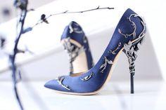 Poarta pantofi inediti la o rochie speciala de seara --> http://www.dressbox.ro/rochii/filtre/culoare-albastru