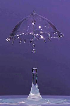 Water splash super speed photo, showing drop and water umbrella.