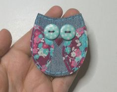 Blair, the felt barn owl has cute pink cheeks! This cute owl will make anyone smile! It can be a great substitute for handmade appliqué - you can quickly pin this on clothes, tote bags, diaper bags, backpacks...etc, voila, you can add a little touch of love to anything, even when you are super busy!  The owl is entirely hand made with attention to detail. I use tiny stitches for a finished look and to ensure the brooch will have a long life. The owl is cream white with a pure white face and…