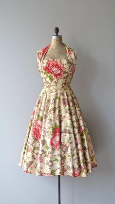 vestido flora com alça sobre o pescoço