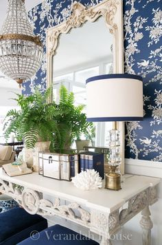 Blue & White Rooms and Very Affordable Blue & White Furniture / Accessories Blue Rooms, White Rooms, Urban Deco, Design Entrée, Design Ideas, House Design, Design Trends, Home Decoracion, Chinoiserie Chic