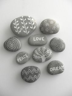Looking for some easy painted rock ideas to get inspired by? See more ideas about Rock crafts, Painted rocks and Stone crafts. Rock Painting Ideas Easy, Rock Painting Designs, Painting For Kids, Paint Designs, Art For Kids, Paint Ideas, Pebble Painting, Pebble Art, Stone Painting