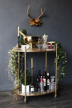 A Fabulous way to style your Christmas drinks trolley - Küche - Drink Cart, Drink Table, Christmas Drinks, Christmas Home, Cocktail Trolley, Vintage Drinks Trolley, Bar Trolley, Bar Carts, Green Bar