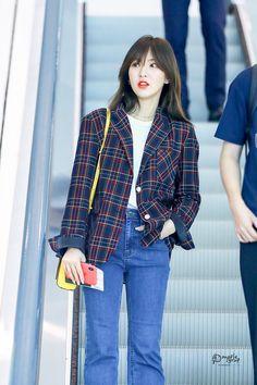 #wendy #redvelvet 180917 ICN 출국 Fashion Idol, Kpop Fashion, Daily Fashion, Korean Fashion, Fashion Outfits, Airport Fashion, Seulgi, Wendy Red Velvet, Fashion Corner