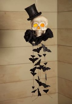 Halloween Decoration - Lighted Haunted Skull Mobile with Flying Bats - Skeleton Vintage Halloween Decorations, Halloween Home Decor, Outdoor Halloween, Halloween Projects, Diy Halloween Decorations, Holidays Halloween, Halloween Themes, Vintage Halloween Costumes, Halloween Mural