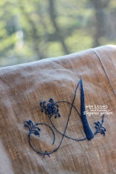 Ahn의 달콤한 프랑스자수 스티치북(문래 클래스) : 네이버 블로그 Hand Embroidery Letters, Cute Embroidery, Crewel Embroidery, Embroidery Patterns, Machine Embroidery, Fabric Bags, Fabric Flowers, Sewing Crafts, Needlework