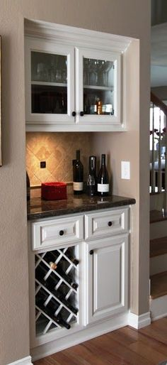 Minibar and built-in wine rack .- Minibar and built-in wine rack Wine Cabinets, Kitchen Cabinets, Kitchen Pantry, Cabinets In Dining Room, Bar In Kitchen, Kitchen Built Ins, Glass Cabinets, Kitchen Drawers, Wine And Coffee Bar
