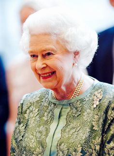 Her Majesty wears a sterling silver Irish Spiral brooch which was a gift from the government of the Republic of Ireland in 2011.
