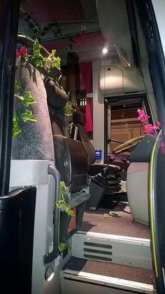 Autobús decorado para evento de una empresa de Viveros en #Madrid. Molan las fotos? Gym Equipment, Outdoor Decor, Madrid, Home Decor, Vivarium, Viajes, Photos, Decoration Home, Room Decor