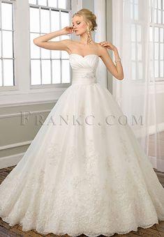 lace princess wedding dress (PERFECT SILHOUETTE!)