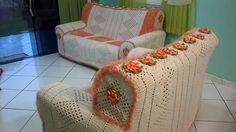 meninas eu to sem palavra pra descrever esse lindo jogo de sofá feito todo em crochê verdadeira obra de arte e uma cabeça muito boa gente...
