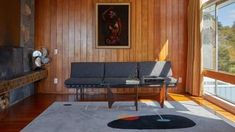 Celebrated Mid-century Modern house in St Heliers up for sale | Stuff.co.nz Mid Century Modern Living Room, Mid Century House, Sofas, Mcm House, Modern Properties, Interiors Magazine, Mid Century Design, Modern Interior Design, Midcentury Modern