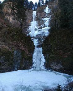 Multnomah Falls OR in the winter (oc) (1836x2295) Mist_Runner http://ift.tt/2pXRFyE May 18 2017 at 10:50AMon reddit.com/r/ EarthPorn