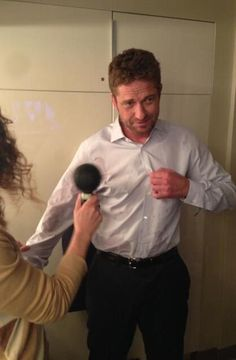 Twitter / GerardButler: Did you see @KellyandMichael this morning? I sprayed water all over my shirt before the interview. Smooth.