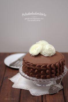 Schokoladentorte mit Karamell und Banane chocolate cake von http://dreierlei-liebelei.blogspot.de