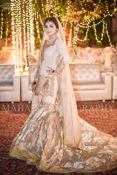 Wedding dresses lace sparkle and wedding dresses vintage empire Wedding Dress With Pockets, Fit And Flare Wedding Dress, Boho Wedding Dress, Dream Wedding Dresses, Wedding Wear, Desi Wedding, Weeding Dress, Bling Wedding, Casual Wedding