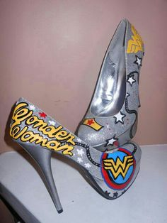 Wonder Woman stillettos I will say it again - WW and shoes, one wonder woman high heel shoes - Woman Shoes First Wonder Woman, Wonder Woman Shoes, Pretty Shoes, Cute Shoes, Me Too Shoes, Shoe Boots, Shoes Heels, Pumps, High Shoes