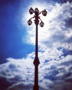 Der Himmel über Triest... #Triest #Trieste #Stadtzentrum #city_center #Piazza_dell_Unità_d_Italia #Caffè_degli_Specchi #sky #Himmel #skylovers #clouds #Wolken #Laterne #lantern #Sonne #sun #Erinnerungen #memories #with_my_love by spezieller