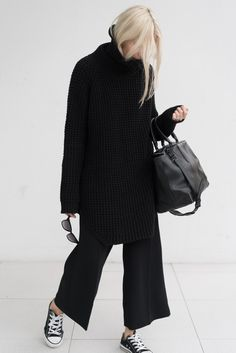 Our Favorite Pieces to Keep Wearing in Style Report Magazine Minimal Fashion, Work Fashion, Hijab Fashion, Fashion Outfits, Womens Fashion, Style Minimaliste, Style Noir, Winter Stil, Street Style