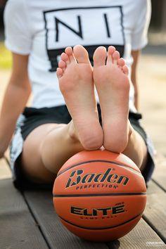Feet Soles, Women's Feet, Cute Country Girl, Teen Feet, Teen Girl Poses, Foot Love, Barefoot Girls, Winter Photos, Gorgeous Feet