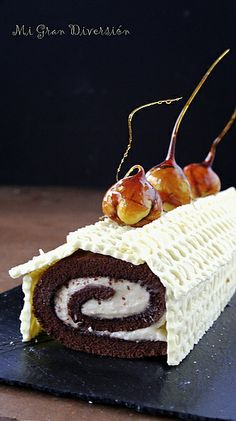 Rollo de chocolate relleno de crema de castañas