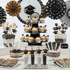 Dorado, plateado y negro como de decoración de fiesta de graduación. #FiestaDeGrado