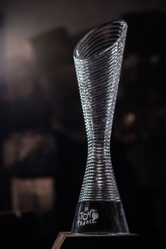 Designed by Peter Olah for Lasvit, the trophy for the Tour de France 2016 is created from a single piece of hand-blown crystal glass with a rotating décor referring to the spinning wheels. Design Awards, Wine Decanter, Barware, Diy Projects, Vase, Fifa, Cnc, Bucket, Soccer
