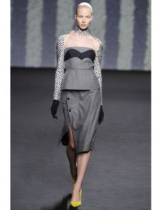 Muy futurista de  @Dior #HauteCouture . Fall-Winter 2013-2014