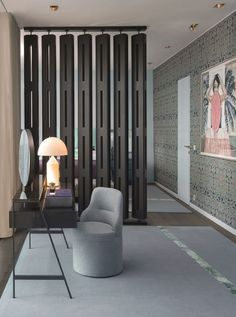 In a small living room, a wooden partition with straight lines and open shelves, like this one, not only serves the purpose of separating t. Wall Partition Design, Wood Partition, Partition Screen, Living Room Partition, Interior Design Magazine, Interior Architecture, Interior And Exterior, Room Deviders, Casa Loft