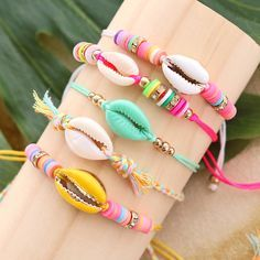 These are the kinds of pieces you'll typically discover in high-end jewelry shops in outlet store and mall. Shell Bracelet, Shell Jewelry, Cute Jewelry, Boho Jewelry, Beaded Jewelry, Fashion Jewelry, Beaded Bracelets, Jewellery, Trendy Bracelets