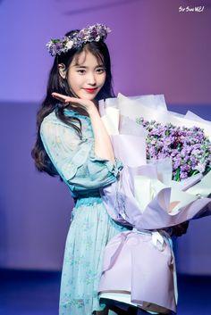"""날 보셨어! on Twitter: """"2019. 05. 04. 아이유 그날엔 @lily199iu #날보셨어 #아이유 #IU #이지은 #dlwlrma… """" Cute Korean, Korean Girl, Asian Girl, Korean Actresses, Korean Actors, Iu Twitter, Iu Fashion, Blackpink Photos, Korean Celebrities"""