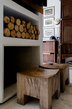 I can't imagine a home decor and beautiful interior without good old rustic wood. All natural and chunky. Look at this shelf of logs! And these wooden stools... Totally gorgeous!