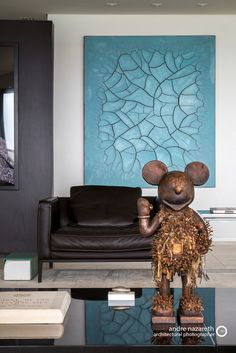 You probably spend a lot of time in your living room alone and with guests, so it makes sense to focus your interior design skills on this space. Hanging Art, Contemporary Interior, Interior Design Inspiration, Decoration, Design Art, Interior Decorating, Painting, Furniture, Home Decor
