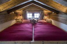 lit mezzanine deux places linge de lit en couleur violette