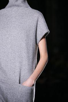 Haider Ackermann Fall 2014 Ready-to-Wear Fashion Show Grey Fashion, Minimal Fashion, Fashion Show, Autumn Fashion, Fashion Outfits, Minimal Chic, Fashion Weeks, London Fashion, Fashion Pants