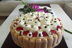 Tiramisu torta s jagodama voćna poslastica