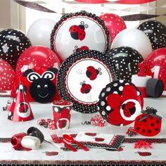 baby girl's first birthday party - ladybugs! Absolutely love this! I'm so doing this if I have a girl!!! (Ladybugs are basically my family's icon)