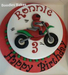 Boys Motorbike cake                                                                                                                                                     Mais