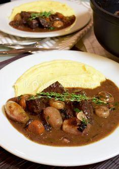 Tip na pořádnou podzimní večeři. Do puntíku vychytaná francouzská klasika beef bourguignon :-) Recept najdete na www.korenizivota.cz