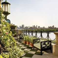 Bette Midler with all the work that she does cleaning up New York City Parks..it's amazing she is time for this gorgeous rooftop deck Bravo Bette..we will always be your fans : Architectural Digest
