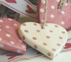 pink and white polka dot heart ornaments Heart Wreath, Heart Ornament, I Love Heart, Happy Heart, Valentine Heart, Valentines Diy, Heart Crafts, Heart Decorations, Wooden Hearts