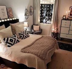 Wohnung Schlafzimmer Ideen 2019 - How Your Light Fitting Could Save You Mon Teen Room Decor, Home Decor Bedroom, Bedroom Furniture, Bedroom Ideas, Diy Bedroom, Fancy Bedroom, Bedroom Apartment, Girl Bedroom Designs, Girls Bedroom