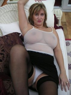 Mature milf with 34gg breasts nude