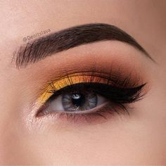 The sky is awake! @denitslava used the morning sunrise as inspo for this bright sunny look. She used Lemon Drop, Morocco, Shimma Shimma, and Cocoa Bear.