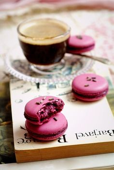 Coffee, macaroons and a book, perfect!