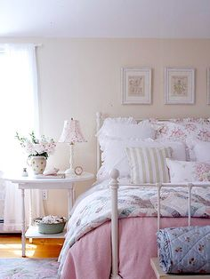 Cozy Cottage-Style Bedrooms by Angie Darling Cottage Style Bedrooms, Shabby Chic Bedrooms, Bedroom Vintage, Shabby Chic Cottage, Cozy Cottage, Cottage Living, Shabby Chic Homes, Shabby Chic Decor, Home Bedroom