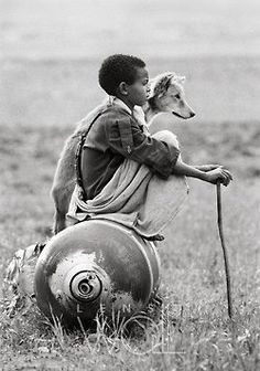 A Young boy sitting on an unexploded bomb dropped by Mengistu forces in Tigray, north Ethiopia. Photo by © Dario Mitidieri. Black White Photos, Black And White Photography, Great Photos, Old Photos, Street Photography, Art Photography, Photography Gallery, Jolie Photo, People Of The World