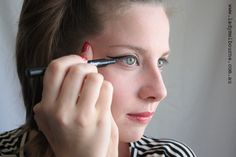 How to create the perfect cat eye make up by Lady Melbourne
